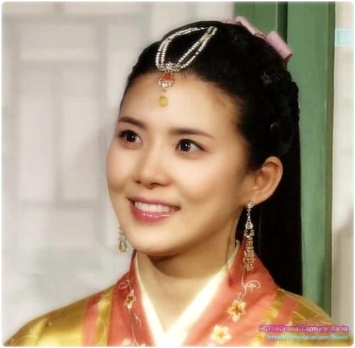 韩国古装美女 灰姑娘的水晶鞋