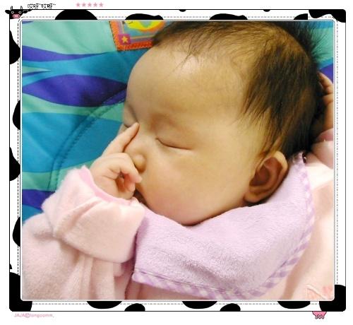 尧尧你看丫丫的睡相 Bryssa 的 菲 常生活 妈妈来记录 搜狐博客图片